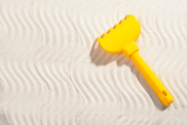 Sandkastenstrahl auf sand