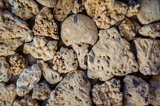 Sandsteine an der wand
