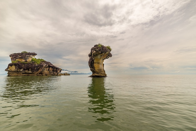 Sandsteingipfel in nationalpark bako, borneo malaysia