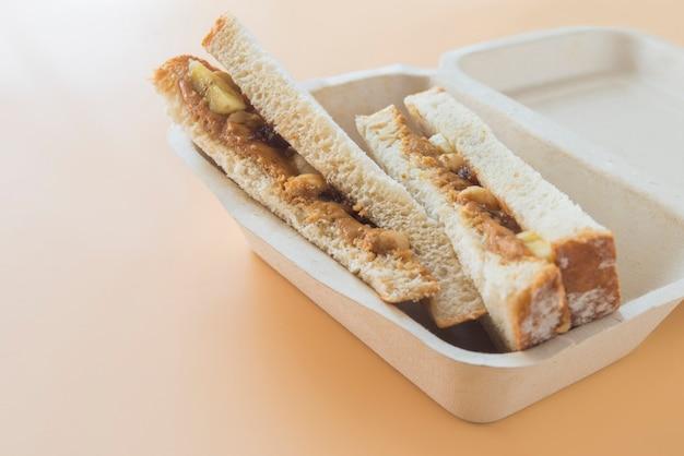 Sandwich erdnussbutter mit banane