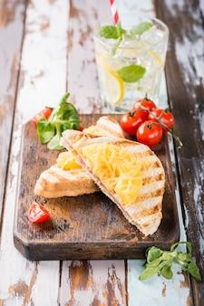 Sandwich mit ananas,