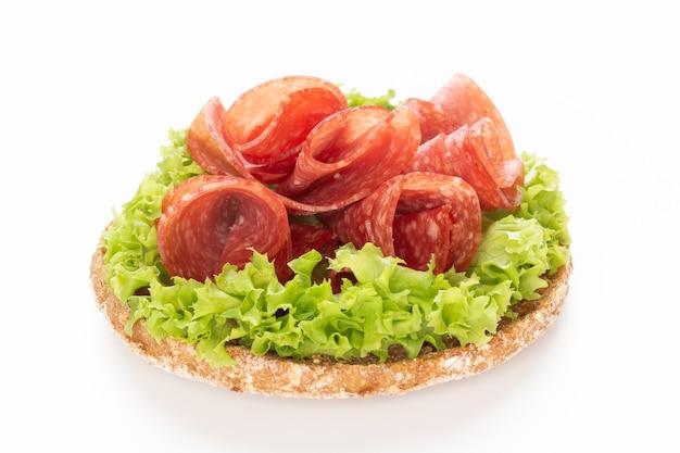 Sandwich mit salami-wurst