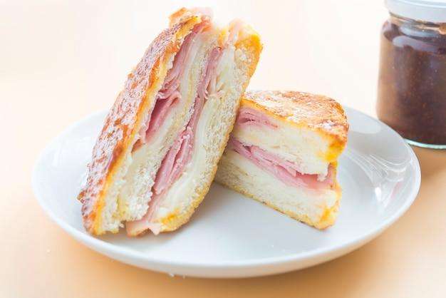 Sandwich monte cristo himbeere nahaufnahme