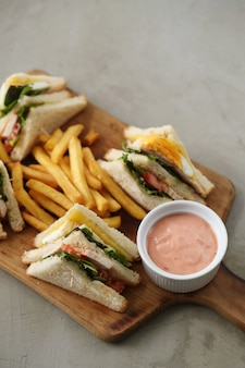 Sandwiches mit pommes frites
