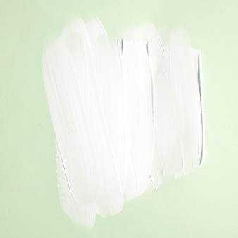 Sanfte farbstriche auf grün