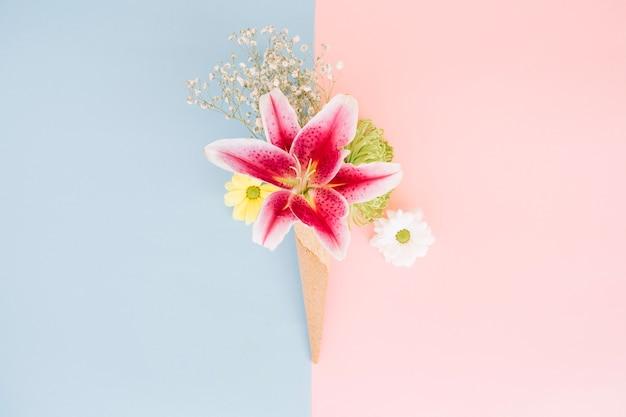 Sanfte lilie im waffelkegel