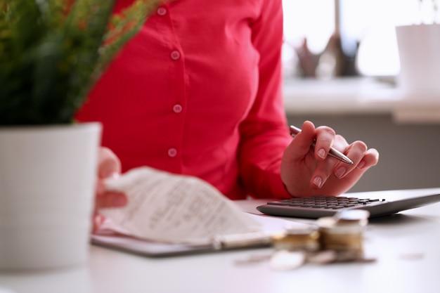 Sanitäter woman calculating medicine insurance profit