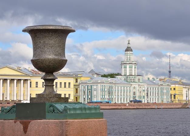 Sankt petersburg russland09012020 universitetskaya damm an der newa