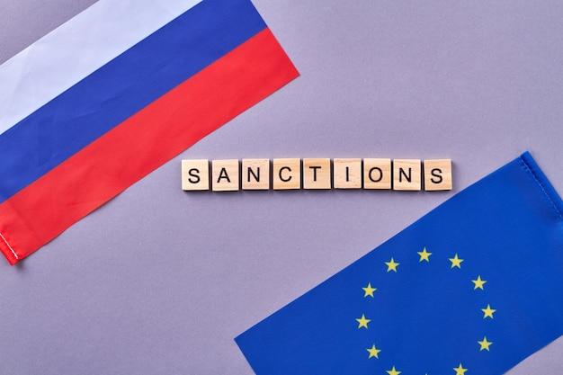 Sanktionen zwischen russland und der europäischen union. auf grauem hintergrund isoliert.