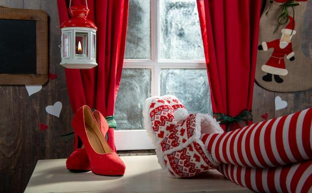 Santa frau beine, weihnachtsszene