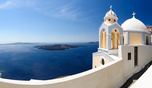 Santorini panorama mit kirche