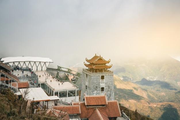 Sapa valley vietnam panorama der schönen ansicht im morgensonnenaufgang mit schönheitswolke