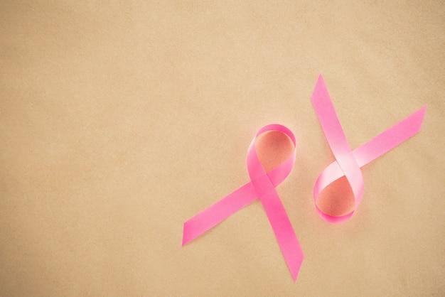 Satinrosa bänder, unterstützendes symbol der brustkrebs-sensibilisierungskampagne im oktober