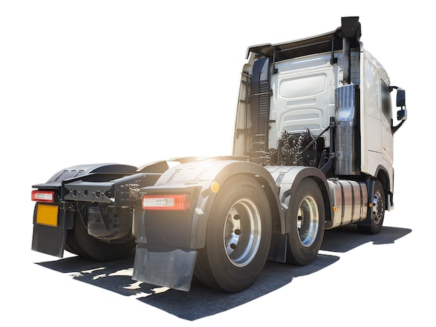 Sattelschlepper auf weißem hintergrund lkw-dieselmotor-traktor-lkw