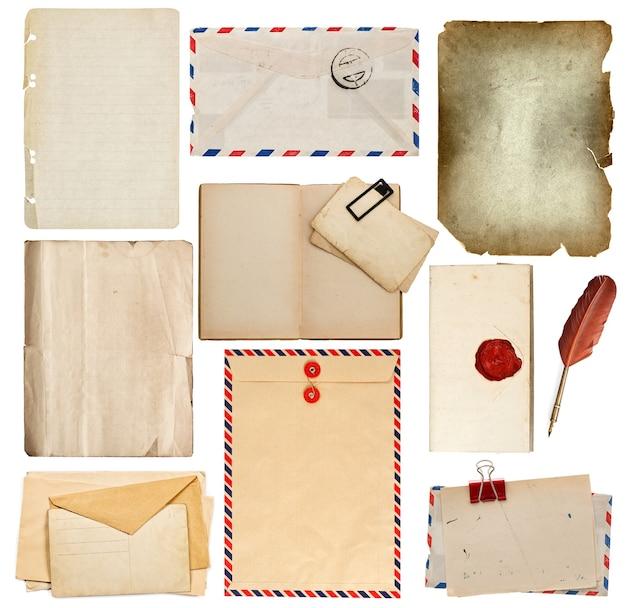 Satz alte papierblätter, buch, umschlag, tintenstift; manuskript mit siegel, karte auf weißem hintergrund