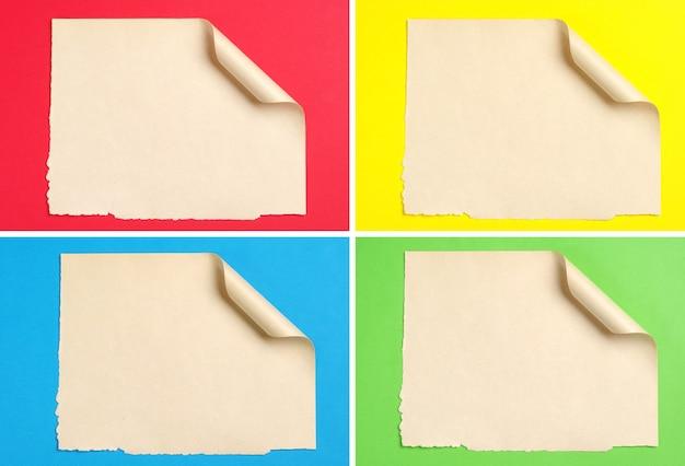 Satz altes blatt papier mit gekräuselter ecke auf farbigem hintergrund