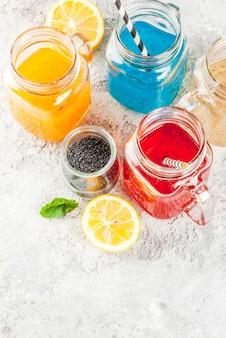 Satz des unterschiedlichen chia samengetränks, cocktails der tropischen frucht, fresca
