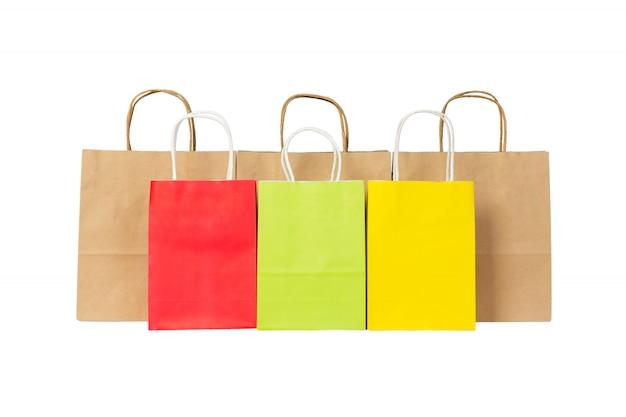 Satz einkaufstaschen des farbigen und braunen papiers lokalisiert
