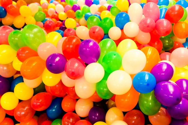 Satz farbige ballone für parteien und runde hochzeiten