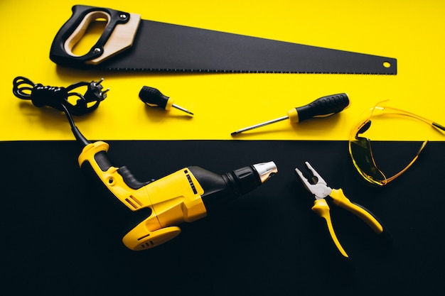 Satz gelbe werkzeuge