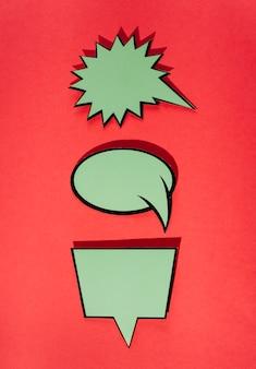 Satz grüne komische rede sprudelt gegen roten hintergrund
