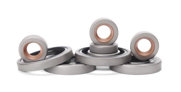 Satz gummiverstärkte öldichtungen für wellen und für automotoren, isoliert auf weißem hintergrund. manschetten zur verhinderung von flüssigkeitsaustritt. autoteile.