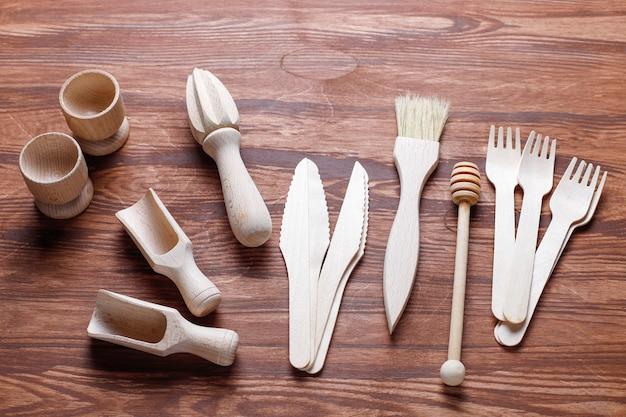 Satz hölzerne küchenutensilien, draufsicht