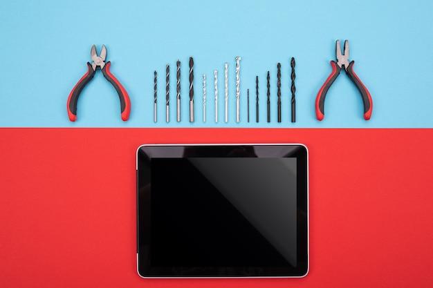 Satz metallverarbeitungswerkzeuge mit tablette