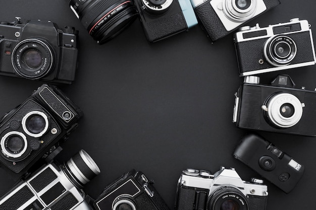 Satz retro- fotokameras im kreis