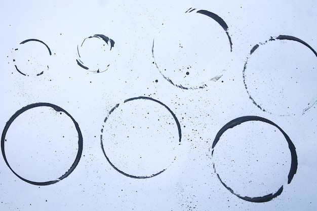 Satz schwarze flecken auf weißem papierhintergrund isoliert