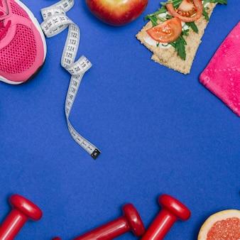 Satz sportler und gesundes lebensmittel