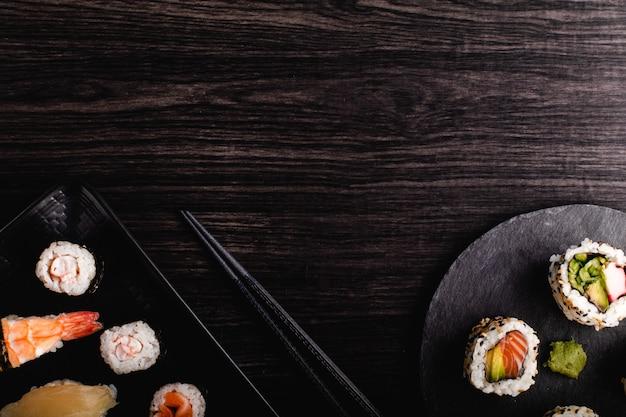 Satz sushi-essen mit kopierraum