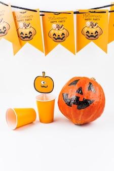 Satz von artikeln für halloween-party konzipiert