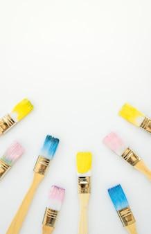 Satz von pinseln in farben