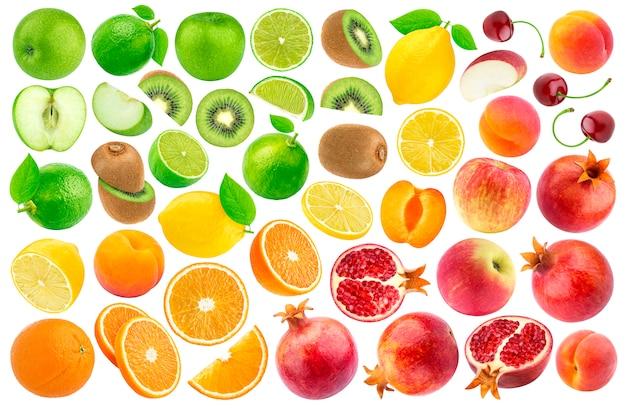 Satz von verschiedenen geschnittenen früchten lokalisiert auf weiß. farbverlaufsmuster