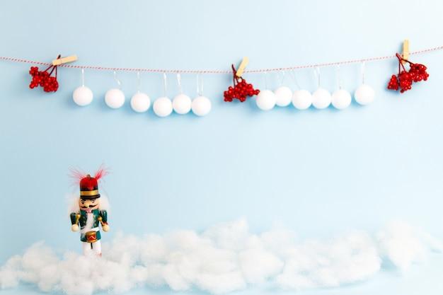 Satz weihnachtsdekorationen mit nussknacker