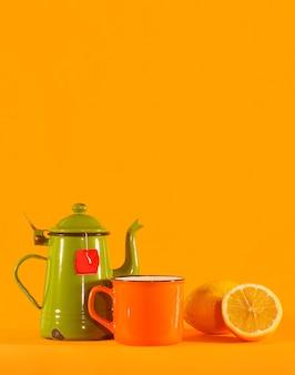 Satz weinlesetasse, orangentasse und zitrone. kopieren sie den speicherplatz oben