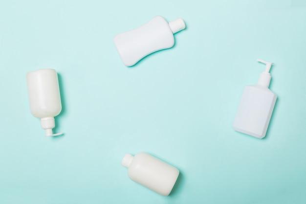 Satz weiße kosmetische behälter