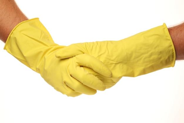 Sauberere hände in gelben fäustlingen isoliert