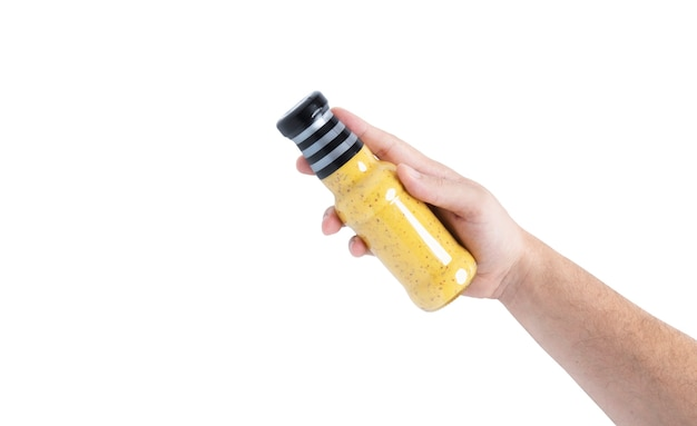 Sauce in einer flasche auf einem weißen hintergrund. flasche in der hand. foto in hoher qualität