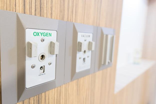 Sauerstoff-medizinische gas-ausgänge im krankenhaus gesundheitspflegekonzept