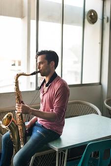 Saxophon-sinfonie-musiker-jazz-instrument-konzept