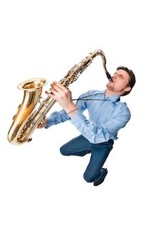 Saxophon spieler auf weiß