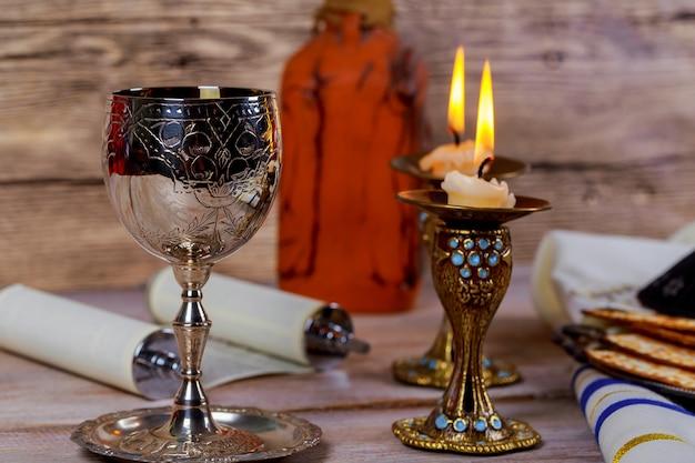 Schabbat shalom - traditionelles jüdisches ritual mazza, brot,