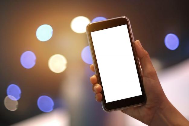Schablone des leeren bildschirms des smartphone mit kopienraum