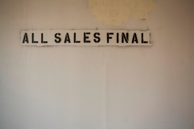 Schablone von \ all sales final \\ auf blank wall \