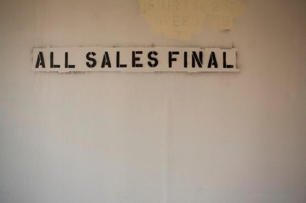 Schablone von \ all sales final \\ auf blank wall \