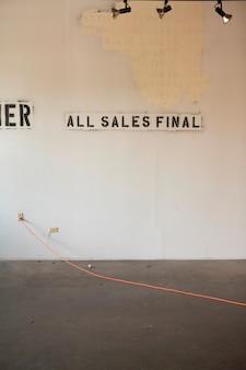 Schablone von \ all sales final \\ auf verlassene wand \