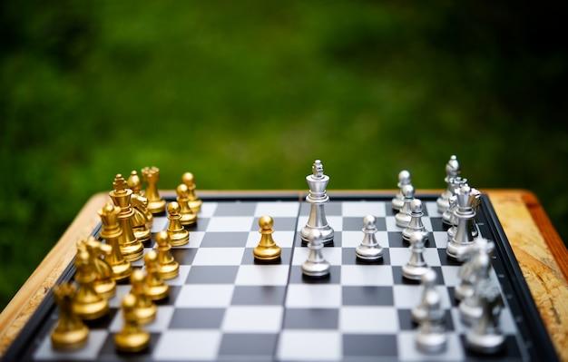 Schach, brettspiele für konzepte und wettbewerbe sowie strategien für geschäftserfolgsideen