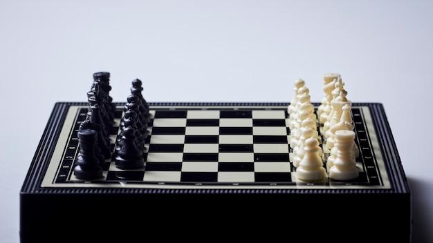 Schach fotografiert auf einem schachbrett